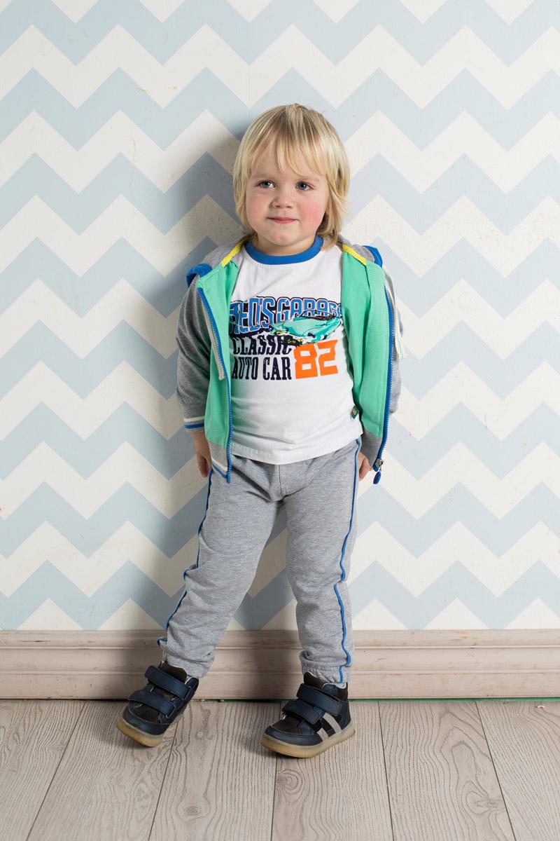 Спортивный костюм для мальчика Sweet Berry Baby, цвет: серый меланж. 711010. Размер 92711010Спортивный костюм для мальчика Sweet Berry изготовлен из мягкого футера разных цветов. Толстовка с капюшоном, дополнительно регулируемым шнурком, застегивается на молнию и оформлена ярким принтом.Удобные брюки прямого кроя имеют пояс на мягкой резинке, дополнительно регулируемый шнурком, и дополнены контрастными лампасами по бокам. Манжеты рукавов и низ толстовки и брючин дополнены мягкими резинками.
