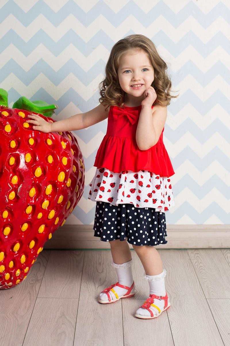 Сарафан для девочки Sweet Berry, цвет: красный, белый, темно-синий. 712039. Размер 92712039Яркий сарафан для девочки Sweet Berry выполнен из качественного эластичного хлопка трех цветов. Модель А-силуэта с крупными воланами декорирована бантиком на кокетке.