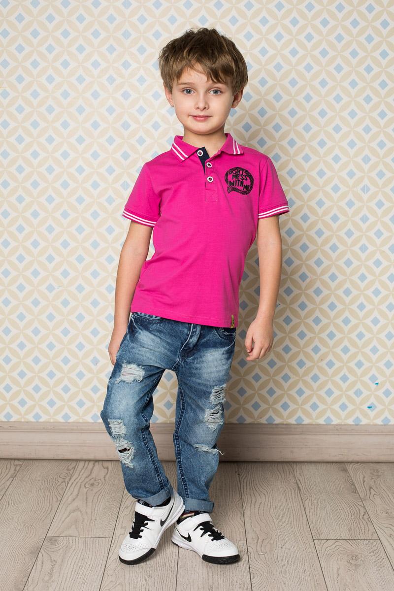 Футболка-поло для мальчика Sweet Berry, цвет: фуксия. 713116. Размер 104713116Стильная футболка-поло для мальчика Sweet Berry, выполненная из качественного эластичного хлопка, станет отличным дополнением к детскому гардеробу. Модель свободного кроя застегивается на пуговицы и оформлена оригинальным принтом. Классический отложной воротничок и манжеты рукавов оформлены контрастными полосками.