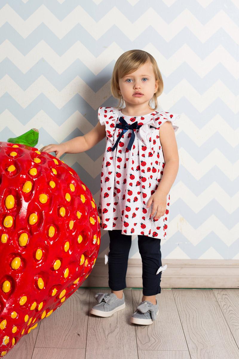 Платье для девочки Sweet Berry Baby, цвет: белый, красный. 712041. Размер 98712041Яркое пышное для девочки Sweet Berry выполнено из качественного эластичного хлопка с принтом с изображением божьих коровок. Модель А-силуэта с круглым вырезом горловины дополнена декоративным бантиком и объемными воланами на плечах. На спинке расположены кнопки для легкого переодевания ребенка.