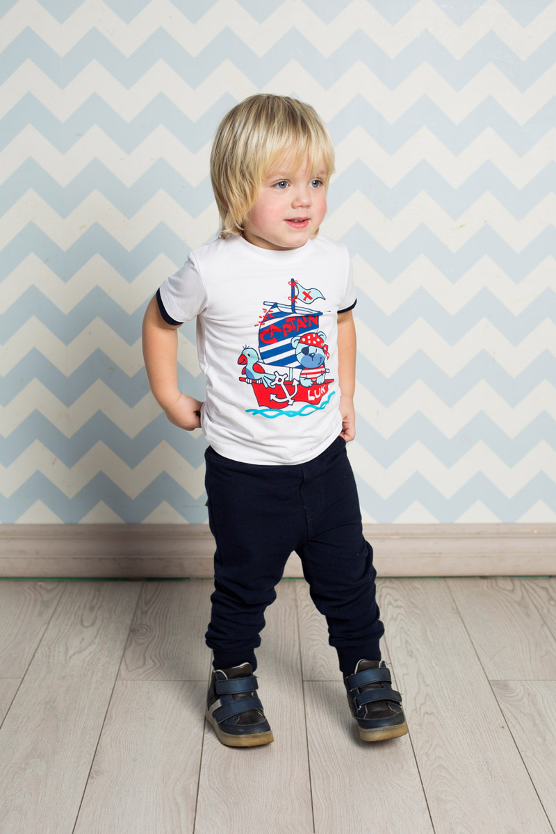 Футболка для мальчика Sweet Berry Baby, цвет: белый. 711073. Размер 98711073Яркая футболка для мальчика Sweet Berry, выполненная из качественного эластичного хлопка, станет отличным дополнением к детскому гардеробу. Модель с круглым вырезом горловины оформлена оригинальным принтом. Воротник дополнен мягкой трикотажной резинкой, рукава - двойным контрастным кантом.