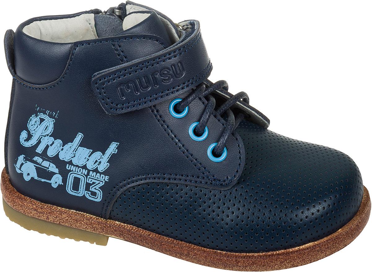 Ботинки для мальчика Mursu, цвет: синий. 101284. Размер 22101284Модные ботинки для мальчика от Mursu выполнены из качественной натуральной кожи. Ремешки с застежками-липучками надежно зафиксируют модель на ноге. Боковая застежка-молния позволяет легко снимать и надевать модель. Подкладка и стелька из натуральной кожи не дадут ногам замерзнуть.