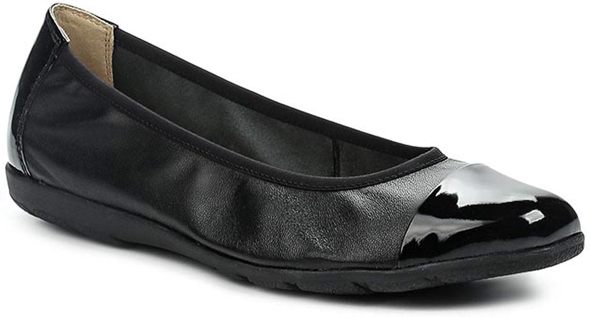 Балетки женские Caprice, цвет: черный. 9-9-22152-28-026/201. Размер 399-9-22152-28-026/201Удобные женские балетки, выполненные из натуральной кожи, покорят вас с первого взгляда. Мысок и задник модели выполнен из лакированной кожи. Внутренняя поверхность и стелька, также выполненные из натуральной кожи, обеспечат комфорт ногам. Подошва оснащена рифлением.