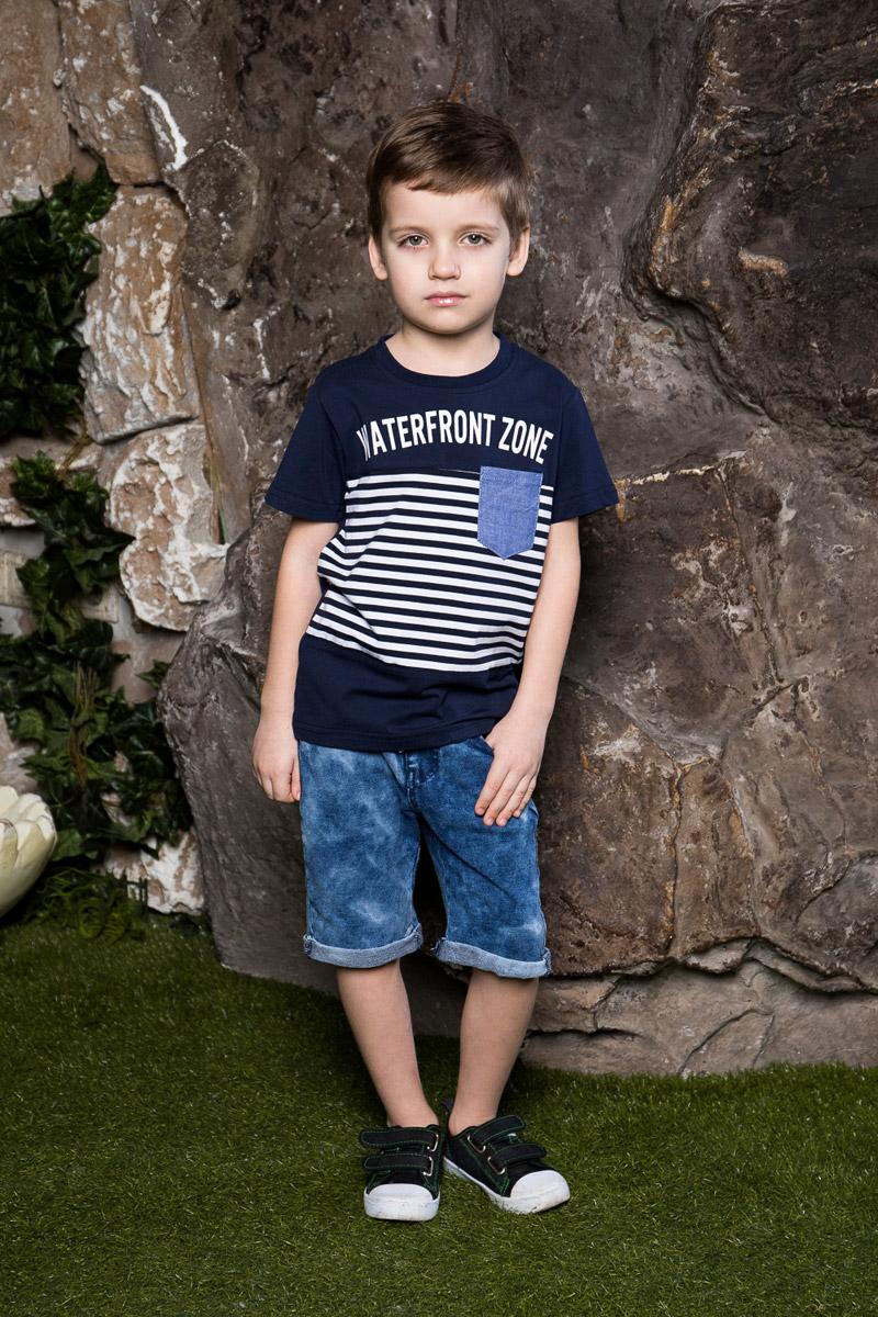 Шорты для мальчика Sweet Berry, цвет: синий. 713019. Размер 116713019Стильные джинсовые шорты для мальчика Sweet Berry станут отличным дополнением к детскому гардеробу. Модель с отворотами имеет пояс на мягкой резинке, дополнительно регулируемый шнурком. Изделие дополнено двумя втачными и одним накладным карманами спереди и двумя накладными карманами сзади.
