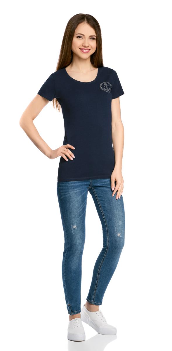 Футболка женская oodji Collection, цвет: темно-синий. 24711002/46840/7900N. Размер M (46)24711002/46840/7900NЖенская футболка с короткими рукавами у круглым вырезом горловины выполнена из эластичного хлопка. На груди модель декорирована аппликацией из страз.