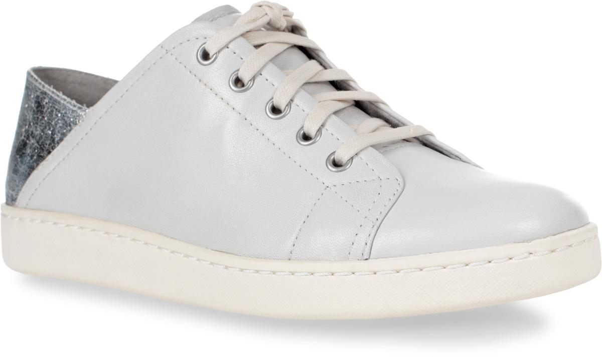 Кеды женские Tamaris, цвет: белый, серебряный. 1-1-23611-28-191/225. Размер 411-1-23611-28-191/225Кеды Tamaris выполнены из натуральной кожи и оформлены прострочкой. На ноге модель фиксируется с помощью шнурков. Внутренняя поверхность из текстиля комфортна при движении. Стелька выполнена из легкого ЭВА-материала с поверхностью из натуральной кожи. Подошва изготовлена из термопластичной резины и дополнена рельефным рисунком.