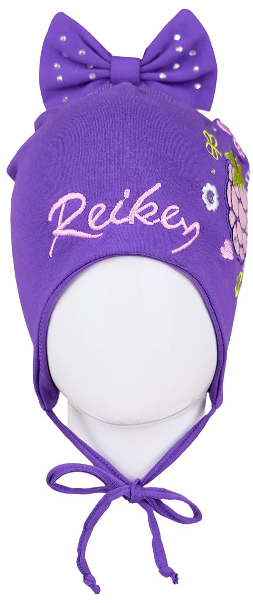 Шапка для девочки Reike Ежевика, цвет: фиолетовый. RKNSS17-BB1. Размер 48RKNSS17-BB1 violetЯркая двухслойная шапка для девочкиReike Ежевика, изготовленная из натурального хлопка, защитит голову ребенка от ветра в прохладную погоду. Модель с удлиненными ушками оформлена декоративным элементом с вышивкой и стразами в стиле серии и трикотажным бантом со стразами на макушке. Изделие фиксируется на голове при помощи завязок.Уважаемые клиенты!Размер, доступный для заказа, является обхватом головы.