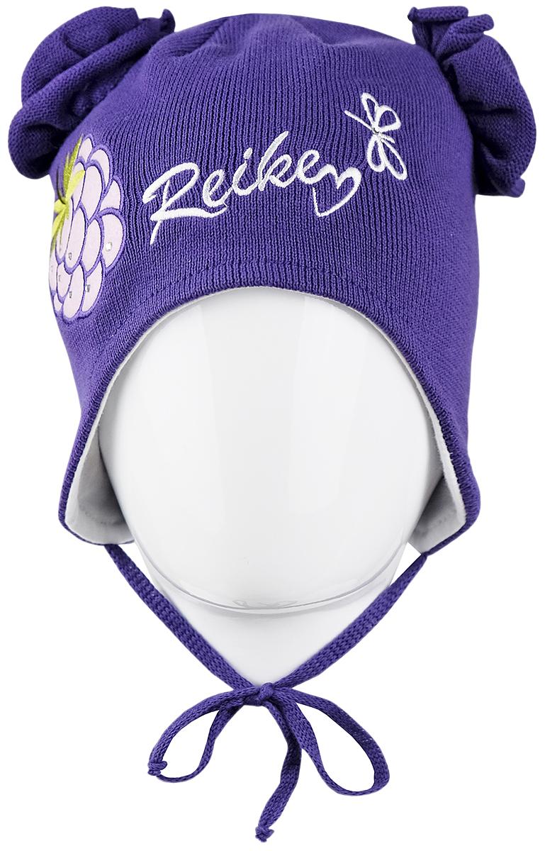 Шапка для девочки Reike Ежевика, цвет: фиолетовый. RKNSS17-BB2-YN. Размер 46RKNSS17-BB2-YN_violetЯркая двухслойная шапка для девочкиReike Ежевика, изготовленная из натурального хлопка мелкой вязки, защитит голову ребенка от ветра в прохладную погоду. Модель с удлиненными ушками оформлена декоративным элементом с вышивкой и стразами в стиле серии и объемными трикотажными цветками. Изделие фиксируется на голове при помощи завязок.Уважаемые клиенты!Размер, доступный для заказа, является обхватом головы.