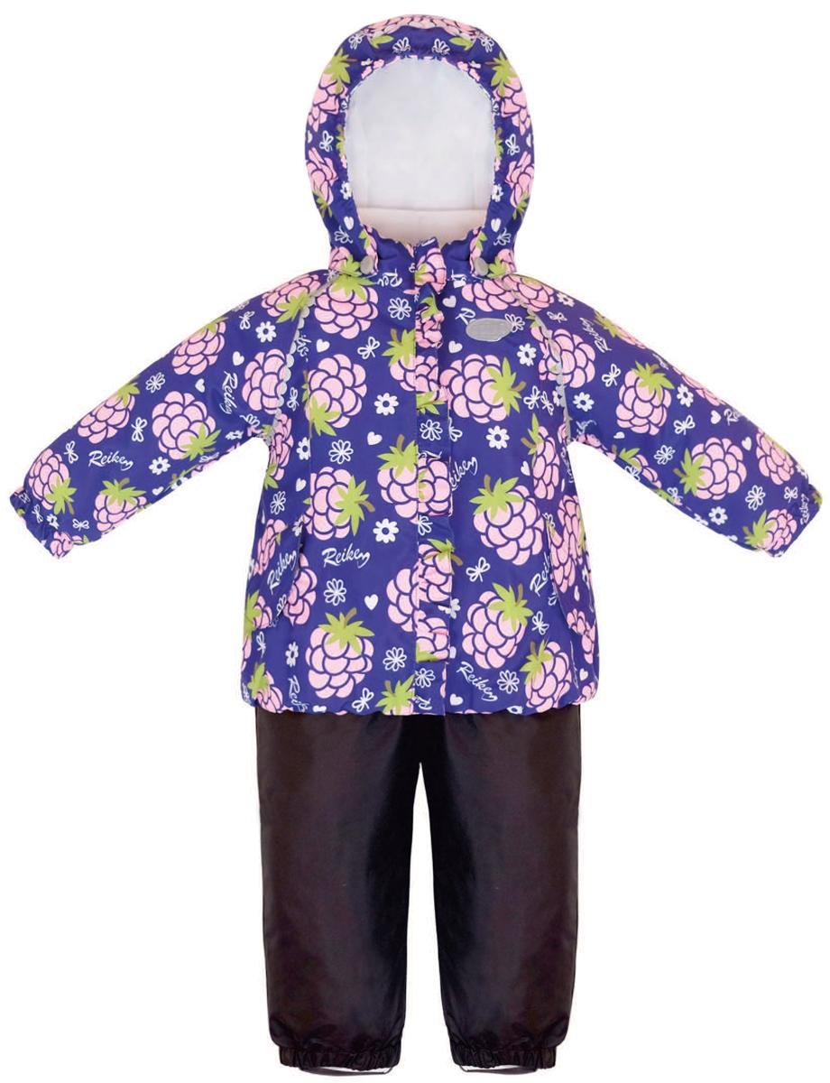 Комплект верхней одежды для девочки Reike Ежевика: куртка, полукомбинезон, цвет: фиолетовый. 36933335. Размер 92, 24 месяца36 933 335_Blackberry purpleКомплект для девочки Reike Ежевика, состоящий из куртки и полукомбинезона, выполнен из ветрозащитной, водонепроницаемой и дышащей мембранной ткани, декорированной принтом с забавными зайчиками. Подкладка - натуральный хлопок с велюровыми вставками на воротнике и манжетах. Куртка дополнена съемным капюшоном, двумя карманами на липучках, а также многочисленными светоотражающими элементами. Ветрозащитная планка в виде рюши со светоотражающей полоской вдоль молнии не допускает проникновения холодного воздуха. Эластичная талия полукомбинезона и регулируемые подтяжки гарантируют посадку по фигуре, длинная молния впереди облегчает процесс одевания. Полукомбинезон оснащен боковым карманом на молнии и съемными штрипками.Особенности комплекта: - утеплитель в куртке 60 г, полукомбинезон без утепления;- базовый уровень;- коэффициент воздухопроницаемости: 2000гр/м2/24 ч;- водоотталкивающее покрытие: 2000 мм.