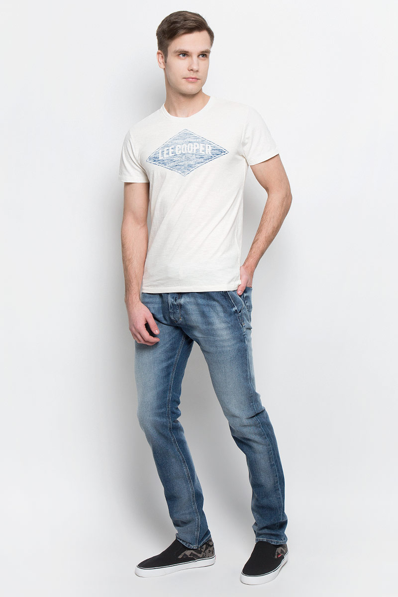 Футболка мужская Lee Cooper, цвет: молочный. ABLIS-5620. Размер L (50)ABLIS-5620Мужская футболка Lee Cooper изготовлена из высококачественного натурального хлопка. Модель с короткими рукавами и круглым вырезом горловины украшена принтом с логотипом Lee Cooper.
