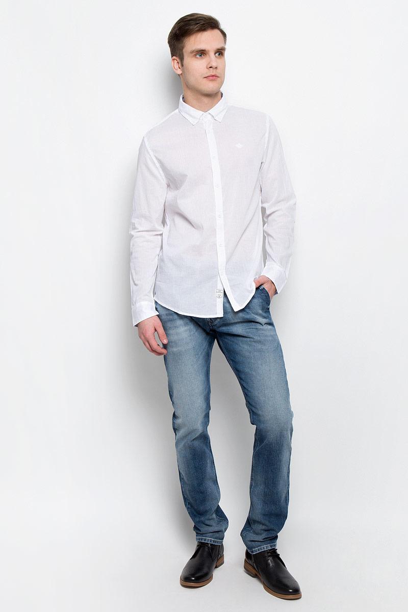 Рубашка мужская Lee Cooper, цвет: белый. DRISS-5607. Размер M (46)DRISS-5607Мужская рубашка Lee Cooper выполнена из натурального хлопка. Рубашка с длинными рукавами и отложным воротником застегивается на пуговицы спереди. Манжеты рукавов также застегиваются на пуговицы. Рубашка оформлена небольшой вышивкой с логотипом бренда на груди.