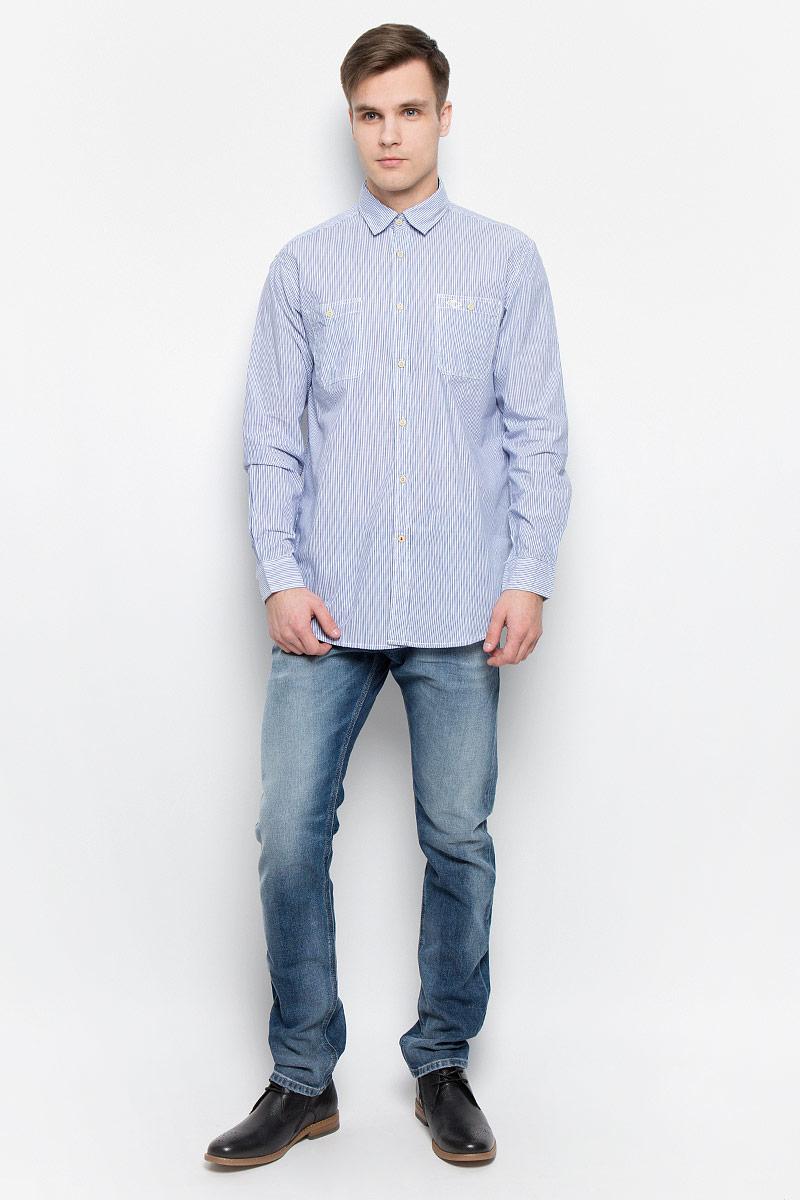 Рубашка мужская Lee Cooper, цвет: синий, белый. DOKER-5582. Размер M (46)DOKER-5582Мужская рубашка Lee Cooper выполнена из натурального хлопка. Рубашка с длинными рукавами и отложным воротником застегивается на пуговицы спереди. Манжеты рукавов также застегиваются на пуговицы. Рубашка оформлена принтом в полоску. На груди расположены два накладных кармана.