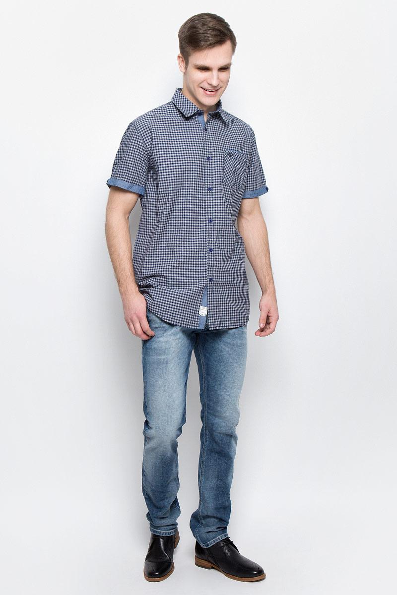 Рубашка мужская Lee Cooper, цвет: темно-синий, серый. DENA-5586. Размер XL (54)DENA-5586Мужская рубашка Lee Cooper выполнена из натурального хлопка. Рубашка с короткими рукавами и отложным воротником застегивается на пуговицы спереди. Манжеты рукавов дополнены декоративными пуговицами. Рубашка оформлена принтом в клетку. На груди расположен накладной карман.