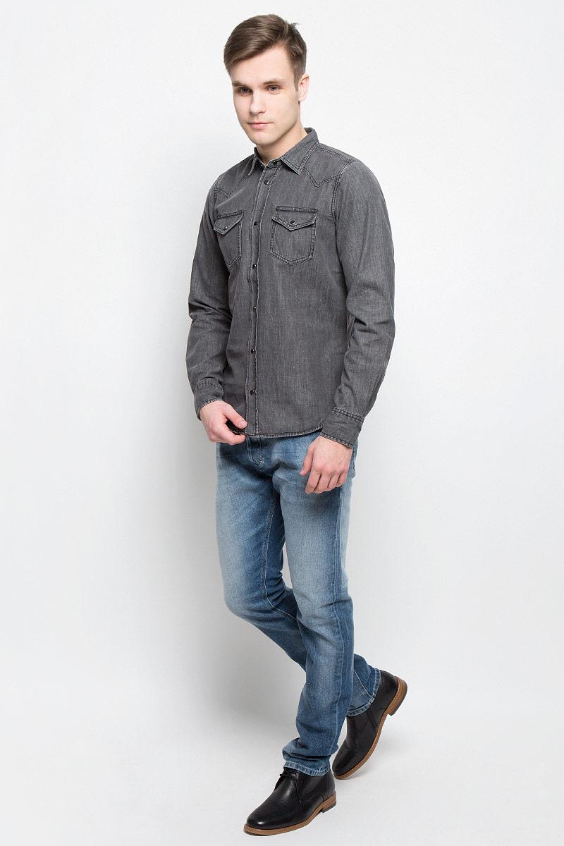 Рубашка мужская Diesel, цвет: серый. 00SS2T-0KANY/02. Размер XXL (56)00SS2T-0KANY/02Мужская джинсовая рубашка Diesel изготовлена из 100% хлопка. Модель имеет стандартные длинные рукава, отложной воротник и два нагрудных кармана. Рубашка застегивается на кнопки по всей длине. Манжеты рукавов застегиваются на пуговицу и кнопки. Задняя полочка модели удлиненная и закругленная. Модель выполнена в оригинальном дизайне.
