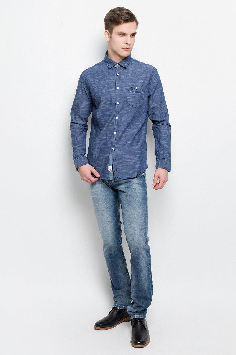Рубашка мужская Lee Cooper, цвет: темно-синий. DEREK-5645. Размер L (50)DEREK-5645Мужская рубашка Lee Cooper выполнена из натурального хлопка. Рубашкас длинными рукавами и отложным воротником застегивается на пуговицы спереди. Манжеты рукавов также застегиваются на пуговицы. На груди расположен накладной карман на пуговице.