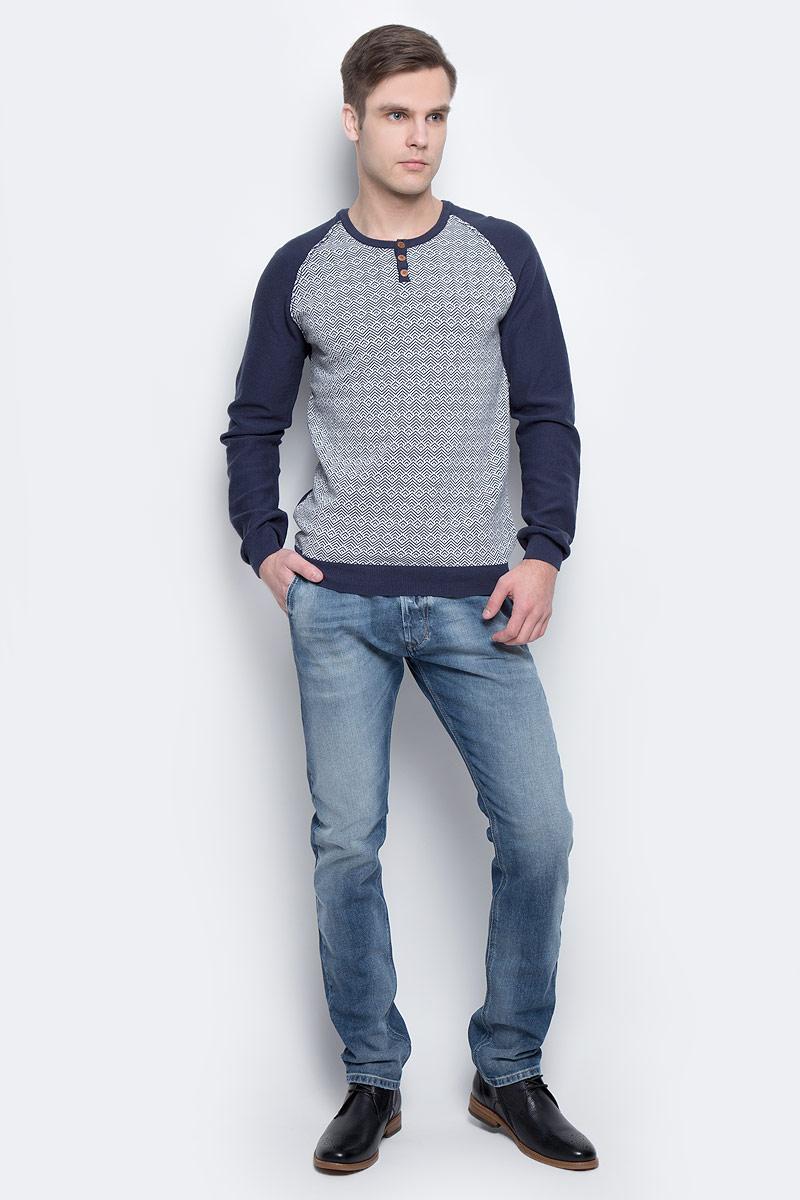 Джемпер мужской Lee Cooper, цвет: серый, синий. CIVAN-5535. Размер L (48/50)CIVAN-5535Стильный мужской свитшот Lee Cooper, изготовленный из 100%-го хлопка, мягкий и приятный на ощупь. Изделие с круглым вырезом горловины и длинными рукавами-регланами. На горловине модель дополнена тремя пуговицами.