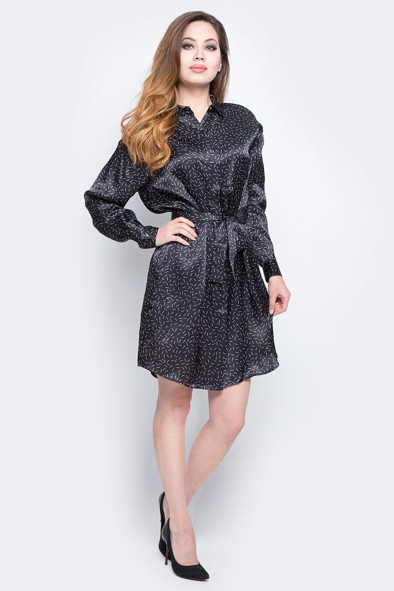 Платье Diesel, цвет: черный. 00SVBK-0NANW/900. Размер S (42)00SVBK-0NANW/900Оригинальное платье Diesel изготовлено из 100% шелка. Модель имеет длинные рукава с манжетами на пуговицах и отложной воротник. Платье по всей длине застегивается на пуговицы, скрытые планкой. В комплекте поставляется пояс. Модель дополнена необычным принтом в виде спичек. Такая оригинальная модель прекрасно подойдет в качестве платья, а также длинной блузки, которую можно носить в распашку поверх топов.