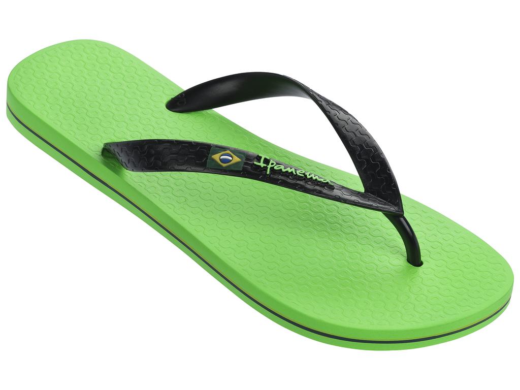 Сланцы мужские Ipanema, цвет: зеленый, черный. 80415-21577. Размер BRA 41/42 (42/43)80415-21577Очень легкие сланцы от Ipanema придутся вам по душе. Модель выполнена из поливинилхлорида и оформлена на ремешке логотипом бренда. Ремешки с перемычкой.гарантируют надежную фиксацию модели на ноге.Подошва оформлена яркими, контрастными линиями. Удобные сланцы прекрасно подойдут для похода в бассейн или на пляж.