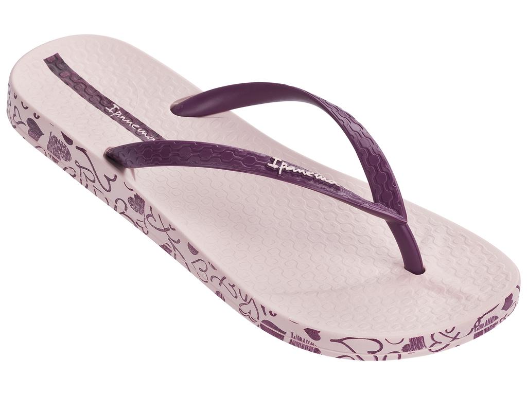 Сланцы женские Ipanema, цвет: светло-розовый, фиолетовый. 25924-24162. Размер BRA 35 (36)25924-24162Стильные и очень легкие сланцы от Ipanema придутся вам по душе. Верх модели выполнен из поливинилхлорида. Ремешки с перемычкой гарантируют надежную фиксацию изделия на ноге.Верх модели украшен тиснением иназванием бренда. По кругу, подошва оформлена рисунком,в виде сердечек. Рифление на верхней поверхности подошвы предотвращает выскальзывание ноги. Рельефное основание подошвы обеспечивает уверенное сцепление с любой поверхностью. Удобные сланцы прекрасно подойдут для похода в бассейн или на пляж.