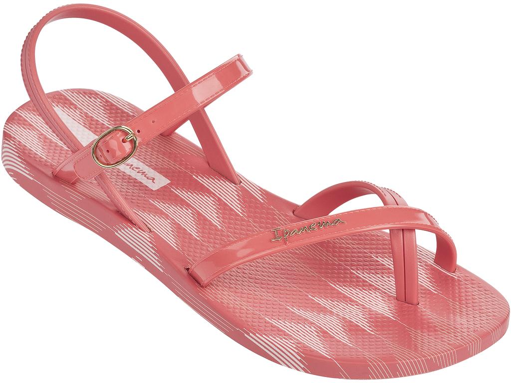 Сандалии женские Ipanema, цвет: персиковый. 81929-20995. Размер BRA 36 (37)81929-20995Трендовые сандалии от Ipanema не оставят равнодушной настоящую модницу! Модель выполнена из поливинилхлорида. Ремешки на мысе с эргономичной перемычкой между пальцами и ремешки на пятки с закругленной металлической пряжкой, отвечают за надежную фиксацию модели на ноге. Длина ремешка регулируется при помощи болта. Стелька оформлена стильным принтом. Подошва с рифлением обеспечивает отличное сцепление с любыми поверхностями. Модные сандалии станут прекрасным завершением вашего летнего образа.