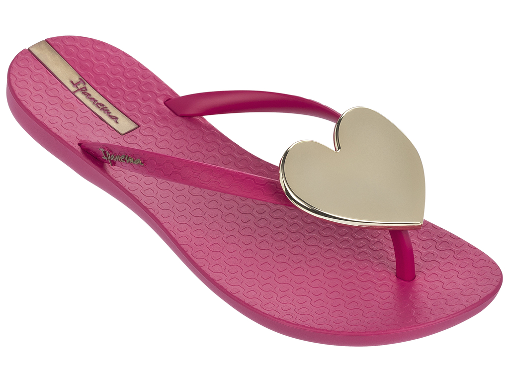 Сланцы женские Ipanema, цвет: розовый. 82120-21433. Размер BRA 35 (36)82120-21433.Очень легкие сланцы от Ipanema придутся вам по душе. Модель выполнена из поливинилхлорида и оформлена на ремешке логотипом бренда. Ремешки с перемычкой надежно зафиксируют модель на ноге. Изделие украшено декоративным сердцем. Стелька модели оформлена логотипом бренда. Подошва с рифлением обеспечивает надежное сцепление с любой поверхностью. Удобные сланцы прекрасно подойдут для похода в бассейн или на пляж.