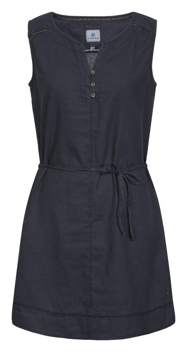 Платье Luhta, цвет: темно-синий. 737338395LV. Размер 32 (40)737338395LVСтильное платье от Luhta выполнено из хлопка и льна. Модель с круглым вырезом горловины дополнено поясом на талии. Спереди модель дополнена V-образным вырезом и застежками-пуговицами.