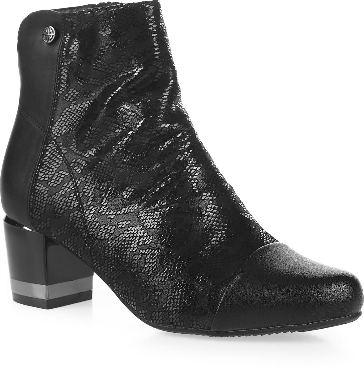 Ботильоны женские Avenir, цвет: черный. 2323-JN70129B. Размер 412323-JN70129BЭффектные ботильоны от Avenirt займут достойное место в вашем гардеробе. Модель выполнена из искусственной кожи и текстиля с оригинальным принтом. Изделие застегивается на боковую застежку-молнию и надежно фиксирует обувь на ноге. Подкладка и стелька, выполненные избайки, защитят ваши ноги от холода и обеспечат комфорт. Рифленая поверхность каблука и подошвы защищает изделие от скольжения. Модные ботильоны помогут вам создать яркий образ!
