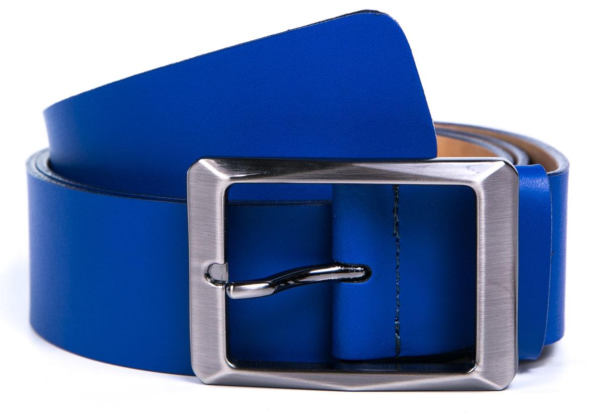 Ремень мужской Milana, цвет: синий. 2400-1150-0000. Размер 1302400-1150-0000Мужской ремень Milana изготовлен из натуральной кожи. Прямоугольная пряжка выполнена из металла, она позволит легко и быстро зафиксировать ремень и отрегулировать его длину. Элегантный и строгий ремень превосходно сочетается с любыми нарядами. Уважаемые клиенты! Обращаем ваше внимание на тот факт, что размер ремня, доступный для заказа, является его длиной.