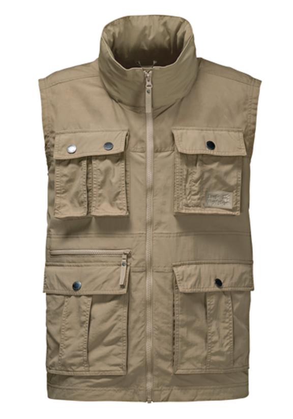 Жилет мужской Jack Wolfskin Atacama Vest, цвет: бежевый. 1304481-5605. Размер XL (52)1304481-5605Жилет мужской Atacama Vest отлично подойдет для путешествий и ежедневной носки. Основная часть жилета выполнена из ткани SUPPLEX (100% полиамид). Это легкая, мягкая и быстро сохнущая ткань, которая, кроме всего прочего, обладает высокой защитой от ультрафиолета (UPF 40+). Плечи жилета усилены материалом FUNCTION 65 WAX (полиэстер с добавлением хлопка). Эта ткань обладает защитой от ветра, воды, она гладкая и приятная на ощупь. Модель застегивается на молнию. Спереди расположены 4 накладных объемных кармана с клапаном на кнопке, 2 боковых вшитых кармана и вшитый карман на молнии. Изделие имеет воротник-стойку и капюшон, который можно спрятать. Жилет невероятно компактный и легкий, он не займет много места у вас в рюкзаке.