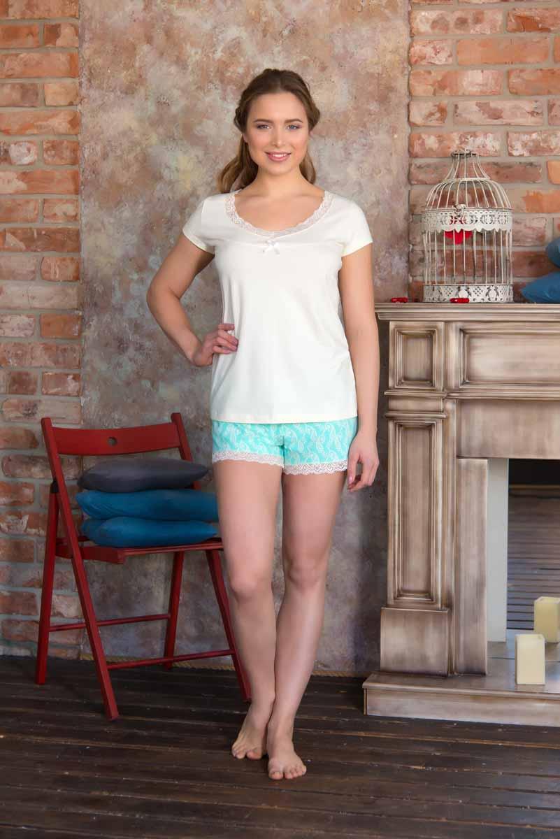 Пижама женская: футболка, шорты Mia Cara Portugal, цвет: слоновая кость, бирюзовый. AW16-MC-813. Размер 42/44AW16-MC-813Женская пижама Mia Cara, состоящая из футболки и шорт, идеально подойдет для отдыха и сна. Модель выполнена из трикотажа с добавлением эластана. Футболка с круглым вырезом горловины дополнена кружевной оборкой и текстильным бантиком. Шорты с широкой эластичной резинкой в поясе понизу дополнены кружевной оборкой.