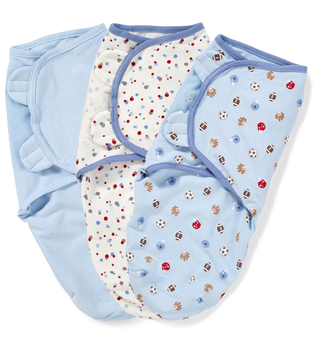 Конверт для новорожденного Summer Infant SwaddleMe на липучке, цвет: голубой, белый, 3 шт. 55220. Размер S/M, длина 50 см55220Мягко облегая, конверт не ограничивает движение ребенка, и в тоже время помогает снизить рефлекс внезапного вздрагивания, благодаря этому сон малыша и родителей будет более крепким. Регулируемые крылья для закрытия конверта выполнены таким образом, что даже самый активный ребенок не сможет распеленаться во время сна. Конверт можно открыть в области ног малыша для легкой смены подгузников - нет необходимости разворачивать детские ручки.