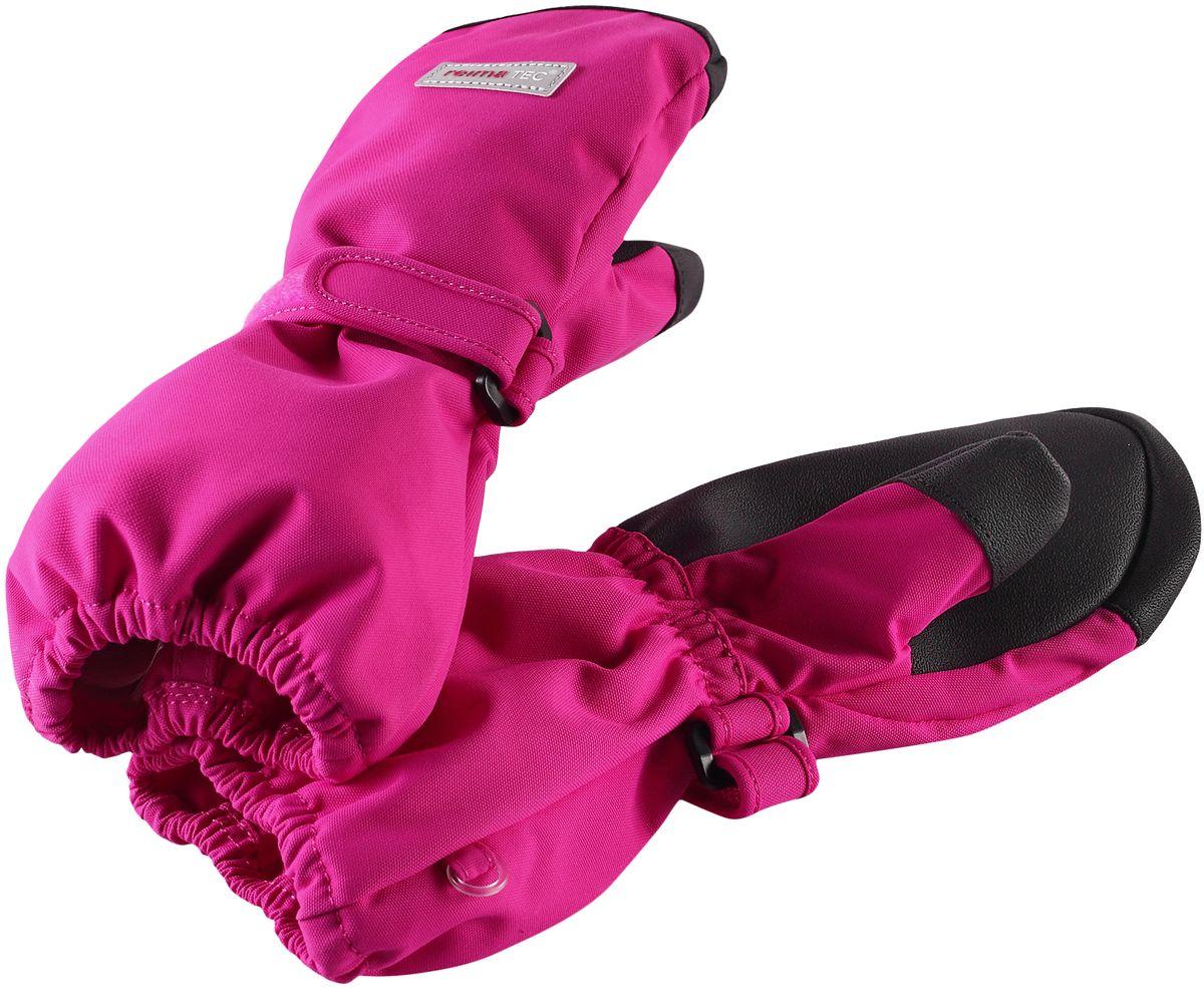 Варежки детские Reima, цвет: розовый. 5272624620. Размер 65272624620Варежки Reima - гарантия качества и функциональности! Эти демисезонные варежки для малышей и детей постарше благодаря своим супер-характеристикам: они абсолютно водо- и ветронепроницаемые, но при этом дышащие. Теплая флисовая подкладка и усиления на ладонях, кончиках пальцев и на большом пальце гарантируют, что ваш ребенок сможет весело и активно гулять на свежем воздухе в любую погоду. Носить эти удобные и эластичные варежки - одно удовольствие. Зимой под них можно поддеть теплые варежки, и никакой мороз вам не страшен.