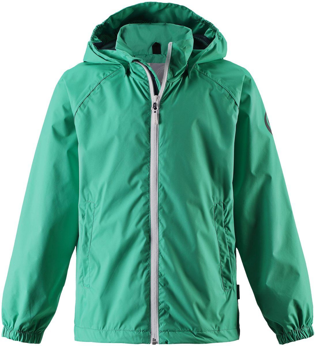 Куртка детская Reima Roder, цвет: зеленый. 5312758800. Размер 1405312758800Эту очень легкую куртку можно хранить в ее собственном кармане! Но это совершенно не сказалось на качестве: дышащий материал не пропускает ветер и дождь, а все самые важные швы заклеены, водонепроницаемы. Простая в уходе куртка практически не мнется и снабжена съемным капюшоном. Капюшон безопасен во время игр на улице, он легко отстегнется, если за что-нибудь зацепится. Регулируемый подол и талия, карманы с клапанами завершают образ.