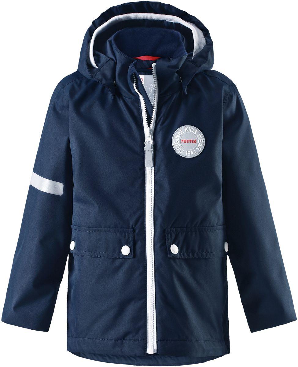 Куртка детская Reima Taag, цвет: синий. 5214816980. Размер 925214816980В детской демисезонной куртке от Reima дождь не страшен: все основные швы проклеены, водонепроницаемы. Благодаря съемной стеганой жилетке эта куртка идеально подойдет для ранних весенних дней, ведь на улице все еще может быть холодно. А когда потеплеет, она легко превращается в облегченную модель. Большие карманы с клапанами и светоотражающие детали выполнены в ретро-стиле 70-х.