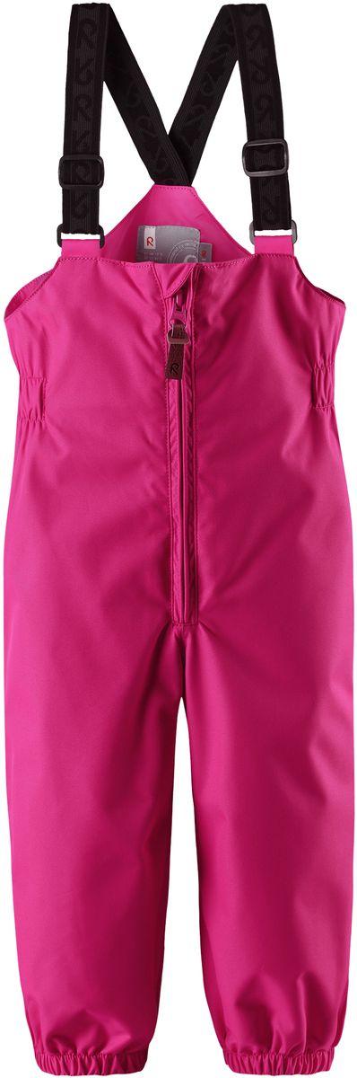 Полукомбинезон детский Reima Erft, цвет: розовый. 5120904620. Размер 745120904620Водонепроницаемый полукомбинезон для малышей обеспечивает надежную защиту от дождя и ветра весной и осенью. Он отлично сочетается со всеми моделями демисезонных курток Reima для малышей. Удобные эластичные подтяжки легко отрегулировать в длину, когда ребенок подрастет. Благодаря удобным съемным штрипкам, брючины не задираются во время игры, поэтому ноги будут всегда в тепле.