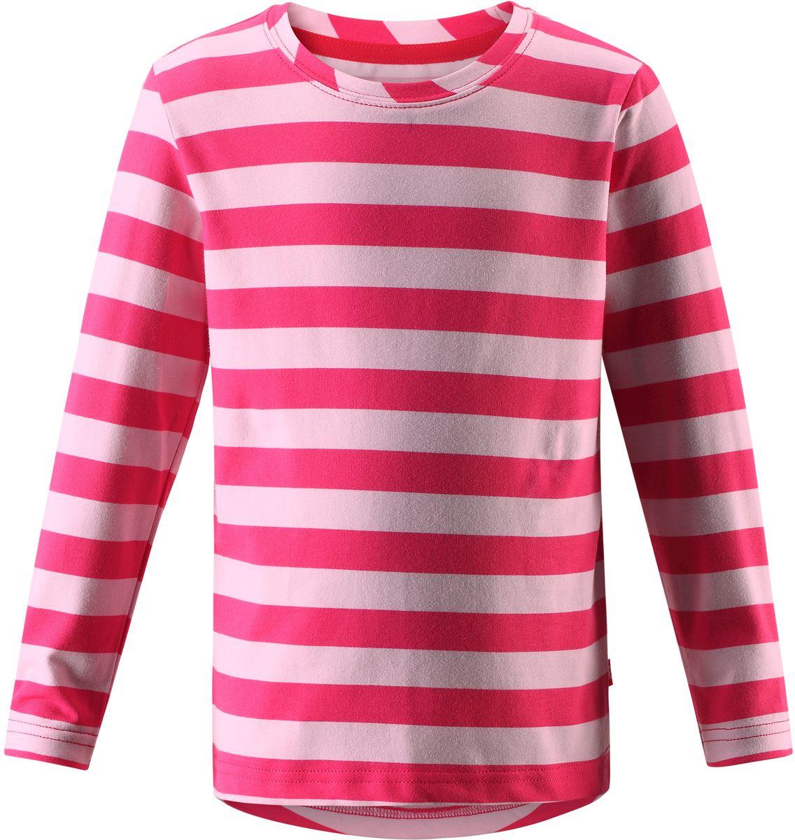 Футболка с длинным рукавом детская Reima Kuper, цвет: розовый. 5262523369. Размер 1405262523369Футболка с длинными рукавами для подростков изготовлена из удобного быстросохнущего материала Play Jersey с УФ-защитой 40+. Лицевая поверхность этого особо мягкого хлопчатобумажного материала очень приятна на ощупь, а обратная сторона эффективно отводит влагу. Благодаря эластану ткань тянется, обеспечивает комфорт и не сковывает движений во время подвижных игр.