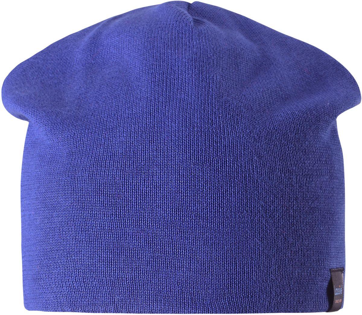 Шапка детская Lassie, цвет: синий. 7287096690. Размер 48/507287096690Удобная эластичная детская трикотажная шапка из хлопка подойдет к любой одежде и на все случаи жизни. Полная трикотажная подкладка из хлопкового трикотажа гарантирует тепло, а ветронепроницаемые вставки для ушей защищают уши от холодного ветра.