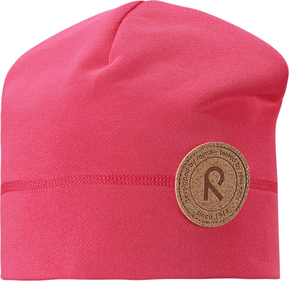 Шапка детская Reima Puhkus, цвет: розовый. 528520-3360. Размер 52/54528520-3360Модная и удобная шапка для малышей и детей постарше со степенью УФ-защиты 50+. Она изготовлена из эластичного и дышащего материала, который быстро сохнет и очень прост в уходе. С изнаночной стороны у этой шапки мягкий и теплый плюш.