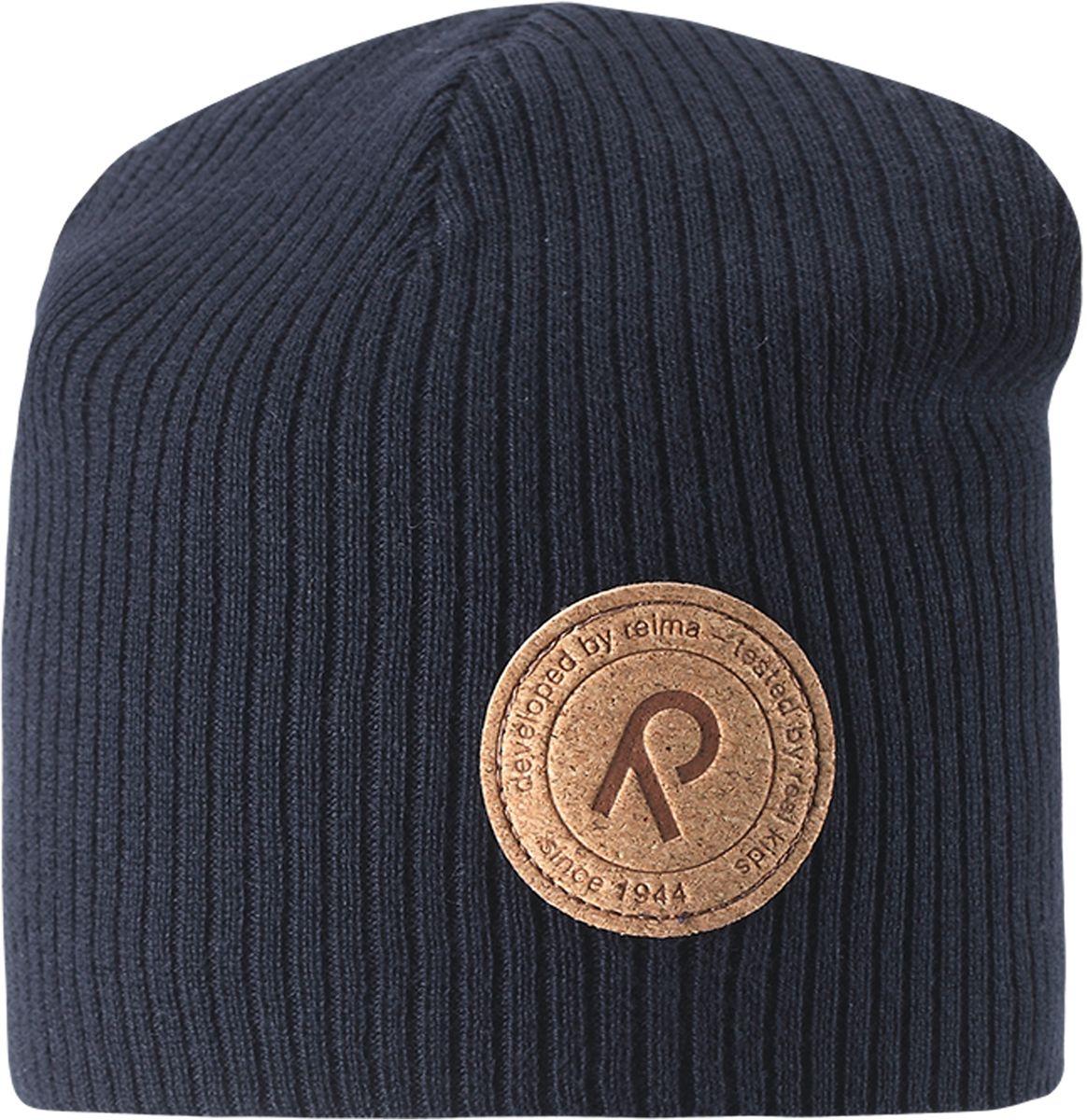 Шапка детская Reima Majakka, цвет: темно-синий. 5285266980. Размер 505285266980Детская шапка прекрасно подойдет для весенней поры. Она изготовлена из эластичного и легкого вязаного хлопка, мягкого и приятного на ощупь. Материал сертифицирован по стандарту Oeko-Tex. Удлиненная модель с подкладкой. Шапка смотрится ярко и стильно то, что надо для прогулки!