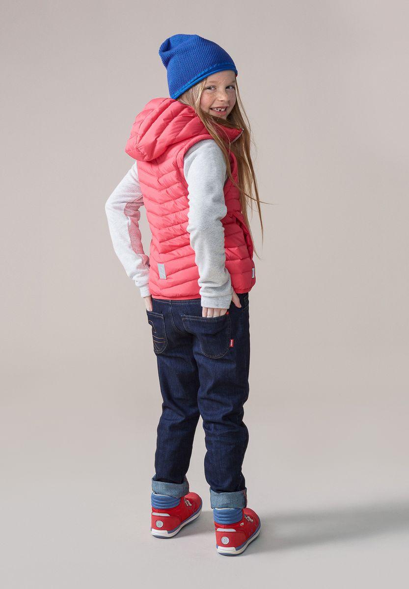 Шапка детская Reima Seilori, цвет: синий. 5285296530. Размер 505285296530Яркая детская шапка станет превосходным выбором в межсезонье, в ней можно и поиграть во дворе, и прогуляться по городу. Изготовлена из мягкого и комфортного вязаного хлопка. Эта симпатичная облегченная модель без подкладки идеально подходит для солнечной погоды. Модный вязаный узор.