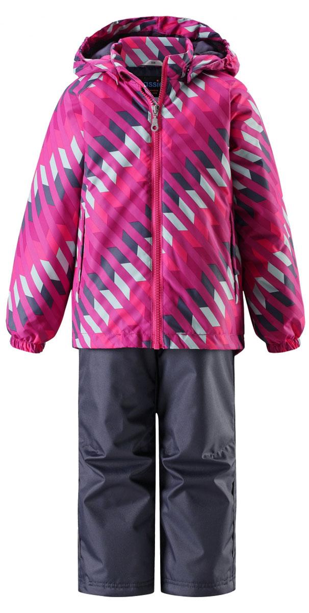 Комплект одежды детский Lassie: куртка, брюки, цвет: фуксия, темно-синий. 723703R4861. Размер 98723703R4861Прочный детский демисезонный комплект на легком утеплителе, состоящий из куртки и брюк, станет идеальным выбором для игр на свежем воздухе. Водоотталкивающий и ветронепроницаемый материал хорошо пропускает воздух, так что в этой куртке не вспотеешь. Куртка снабжена безопасным съемным капюшоном и прочными усилениями на спинке. Эластичный регулируемый подол позволяет подогнать куртку идеально по фигуре. Гладкая подкладка из полиэстера хорошо пропускает воздух и облегчает одевание. В куртке предусмотрены прорезные карманы, а в брюках один карман. Брюки снабжены регулируемыми манжетами и съемными эластичными подтяжками, поэтому отлично сидят. Светоотражающие детали позволят лучше разглядеть маленьких любителей приключений, играющих на свежем воздухе в темное время суток.