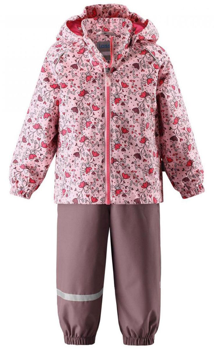 Комплект одежды детский Lassie: куртка, полукомбинезон, цвет: розовый, серо-коричневый. 713702R4071. Размер 86713702R4071Детский утепленный демисезонный комплект, состоящий из куртки и полукомбинезона, идеально подойдет для активных маленьких путешественников и исследователей мира! Водоотталкивающему и ветронепроницаемому материалу не страшен небольшой дождик. Этот материал очень функциональный, и в то же время комфортный и дышащий. Полукомбинезон изготовлен из прочного материала и снабжен эластичными манжетами и съемными штрипками, чтобы не пустить внутрь холод и влагу. Благодаря регулируемым эластичным подтяжкам он удобно сидит точно по фигуре. Съемный капюшон защищает голову ребенка от пронизывающего ветра, к тому же он абсолютно безопасен - легко отстегнется, если вдруг за что-нибудь зацепится. Куртка снабжена множеством продуманных элементов, например прорезными карманами и светоотражателями.