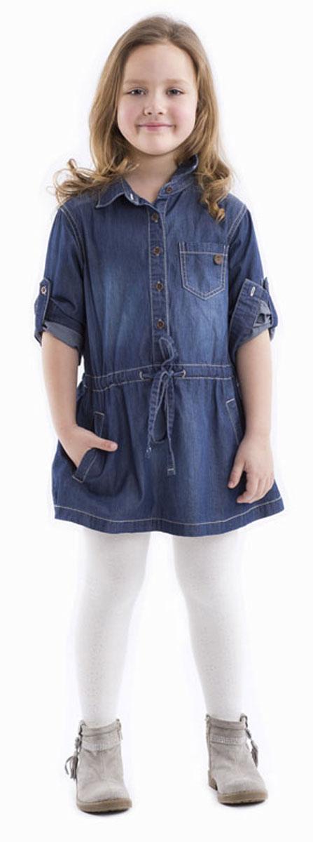 Платье-рубашка для девочки Gulliver, цвет: темно-синий джинс. 21602GMC2501. Размер 11621602GMC2501Стильное джинсовое платье-рубашка Gulliver выполнено из качественного 100% хлопка. Платье с длинными рукавами и отложным воротником застегивается спереди на пуговицы, манжеты рукавов - также на пуговицах. Изделие свободной формы дополнено утяжкой на заниженной талии. Спереди платье дополнено двумя втачными карманами и одним накладным. Модель оформлена контрастной отстрочкой и фирменной вышивкой на спинке.