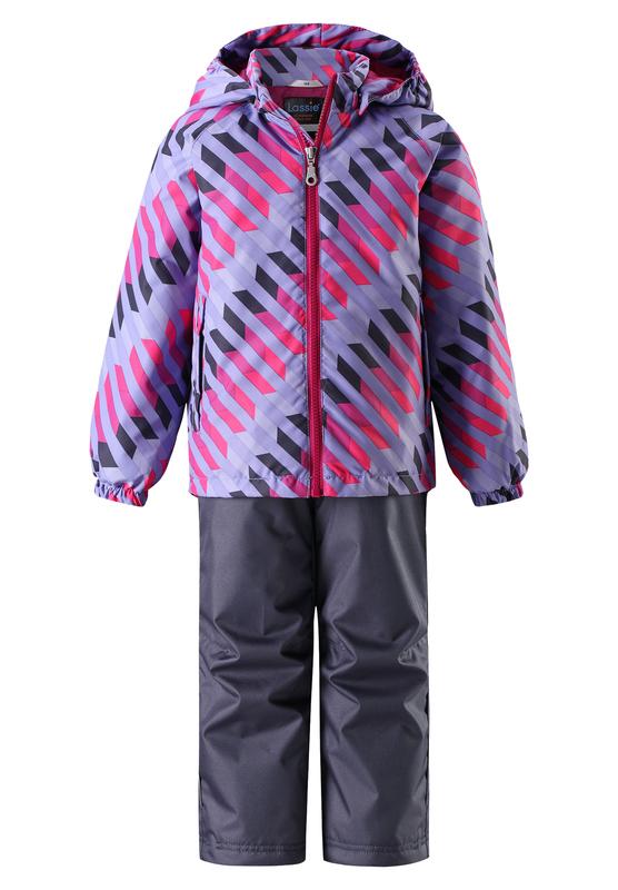 Комплект одежды детский Lassie: куртка, брюки, цвет: сиреневый, темно-синий. 723703R5691. Размер 134723703R5691Прочный детский демисезонный комплект на легком утеплителе, состоящий из куртки и брюк, станет идеальным выбором для игр на свежем воздухе. Водоотталкивающий и ветронепроницаемый материал хорошо пропускает воздух, так что в этой куртке не вспотеешь. Куртка снабжена безопасным съемным капюшоном и прочными усилениями на спинке. Эластичный регулируемый подол позволяет подогнать куртку идеально по фигуре. Гладкая подкладка из полиэстера хорошо пропускает воздух и облегчает одевание. В куртке предусмотрены прорезные карманы, а в брюках один карман. Брюки снабжены регулируемыми манжетами и съемными эластичными подтяжками, поэтому отлично сидят. Светоотражающие детали позволят лучше разглядеть маленьких любителей приключений, играющих на свежем воздухе в темное время суток.