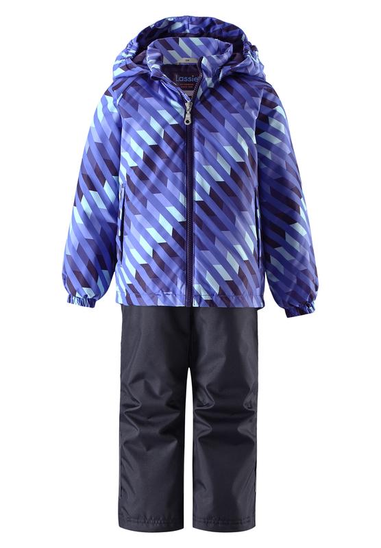 Комплект одежды детский Lassie: куртка, брюки, цвет: синий, темно-синий. 723703R6691. Размер 92723703R6691Прочный детский демисезонный комплект на легком утеплителе, состоящий из куртки и брюк, станет идеальным выбором для игр на свежем воздухе. Водоотталкивающий и ветронепроницаемый материал хорошо пропускает воздух, так что в этой куртке не вспотеешь. Куртка снабжена безопасным съемным капюшоном и прочными усилениями на спинке. Эластичный регулируемый подол позволяет подогнать куртку идеально по фигуре. Гладкая подкладка из полиэстера хорошо пропускает воздух и облегчает одевание. В куртке предусмотрены прорезные карманы, а в брюках один карман. Брюки снабжены регулируемыми манжетами и съемными эластичными подтяжками, поэтому отлично сидят. Светоотражающие детали позволят лучше разглядеть маленьких любителей приключений, играющих на свежем воздухе в темное время суток.