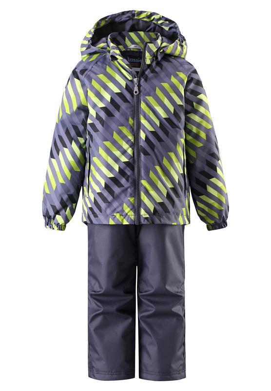Комплект одежды детский Lassie: куртка, брюки, цвет: серый, салатовый. 723703R8301. Размер 140723703R8301Прочный детский демисезонный комплект на легком утеплителе, состоящий из куртки и брюк, станет идеальным выбором для игр на свежем воздухе. Водоотталкивающий и ветронепроницаемый материал хорошо пропускает воздух, так что в этой куртке не вспотеешь. Куртка снабжена безопасным съемным капюшоном и прочными усилениями на спинке. Эластичный регулируемый подол позволяет подогнать куртку идеально по фигуре. Гладкая подкладка из полиэстера хорошо пропускает воздух и облегчает одевание. В куртке предусмотрены прорезные карманы, а в брюках один карман. Брюки снабжены регулируемыми манжетами и съемными эластичными подтяжками, поэтому отлично сидят. Светоотражающие детали позволят лучше разглядеть маленьких любителей приключений, играющих на свежем воздухе в темное время суток.