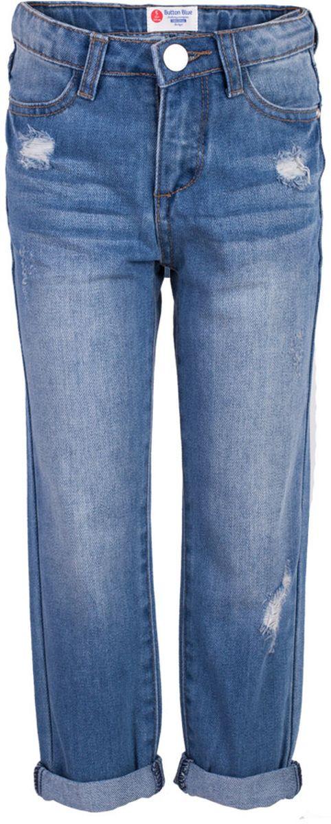Джинсы для девочки Button Blue Main, цвет: голубой. 117BBGC6304D200. Размер 98, 3 года117BBGC6304D200Классные джинсы с потертостями и повреждениями — гарантия модного современного образа! Хороший крой, удобная посадка на фигуре подарят девочке комфорт и свободу движений. Если вы хотите купить ребенку недорогие джинсы классического силуэта, модель от Button Blue - прекрасный выбор!