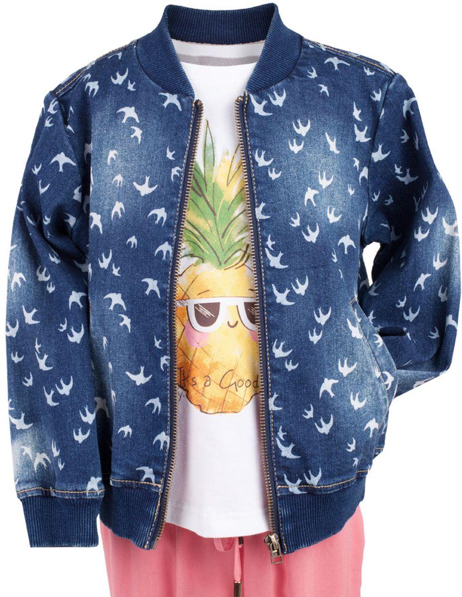 Куртка джинсовая для девочки Button Blue Main, цвет: синий. 117BBGC4003D507. Размер 98, 3 года117BBGC4003D507Джинсовая куртка-бомбер для девочки - хит сезона. Прекрасная базовая вещь весенне-летнего гардероба, джинсовая куртка с рисунком отлично сочетается с платьем, сарафаном, брюками, делая комплект интересным и завершенным. Если вы хотите, чтобы ваш ребенок был в тренде, вам нужно купить джинсовую куртку от Button Blue. Прекрасный внешний вид, высокие потребительские свойства не вызовут сомнений в ее качестве и комфорте.