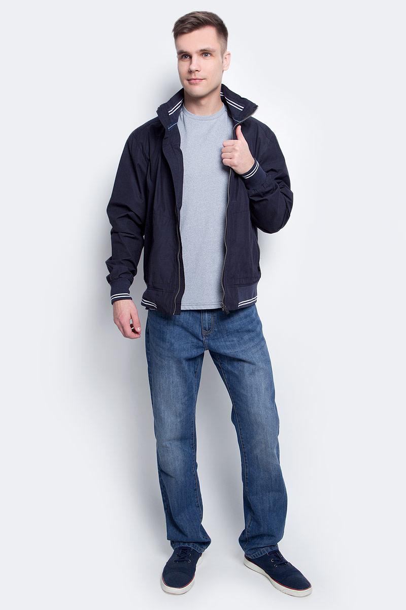Ветровка мужская Luhta, цвет: темно-синий. 737559380LV. Размер 52737559380LVВетровка мужская Luhta выполнена из полиэстера и хлопка. Модель с воротником-стойкой и длинными рукавами застегивается на молнию.