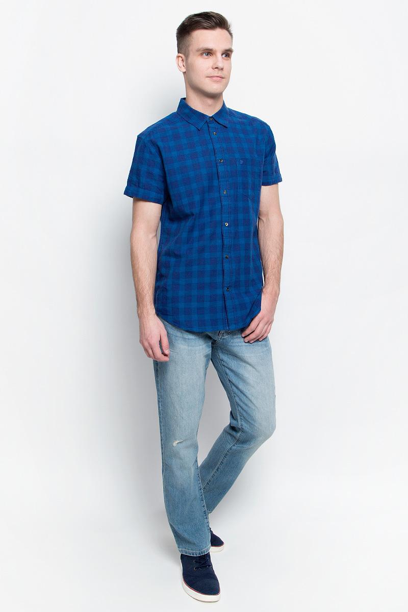Джинсы мужские Wrangler, цвет: голубой. W16EAV93Q. Размер 31-32 (46/48-32)W16EAV93QМужские джинсы Wrangler станут отличным дополнением к вашему гардеробу. Джинсы прямого кроявыполнены из эластичного хлопка с добавлением льна. Изделие мягкое и приятное на ощупь, не сковывает движения и позволяет коже дышать.Модель на поясе застегивается на металлическую пуговицу и ширинку на металлической застежке-молнии, а также предусмотрены шлевки для ремня. Спереди расположены два втачных кармана и один секретный кармашек, а сзади - два накладных кармана. Изделиеукрашено нашивкой с названием бренда.